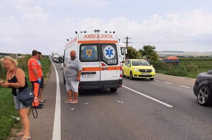 Bărbat spulberat de TIR la scurt timp după ce a coborât din mașină, în apropiere de Bârlad. Victima avea 34 de ani