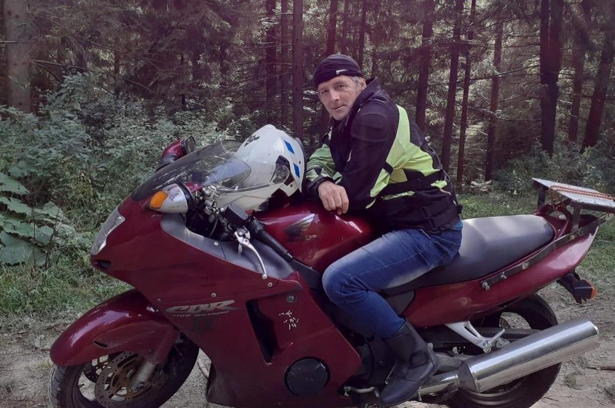 Cine este motociclistul acuzat de omor după o şicare în trafic cu tânărul care mergea pe trotinetă? E poreclit Americanu' şi a participat la acţiuni caritabile