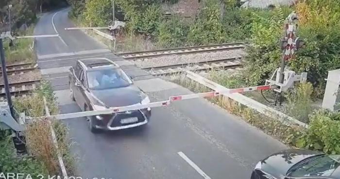 Șoferul cu Lexus care a rupt bariera CFR, la Brănești, a făcut un accident rutier aproximativ două ore mai târziu