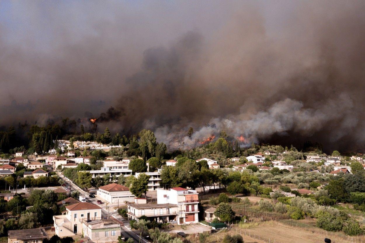 Sunt așteptate fenomene meteo extreme, temperaturi de 46 grade urmate de incendii și furtuni
