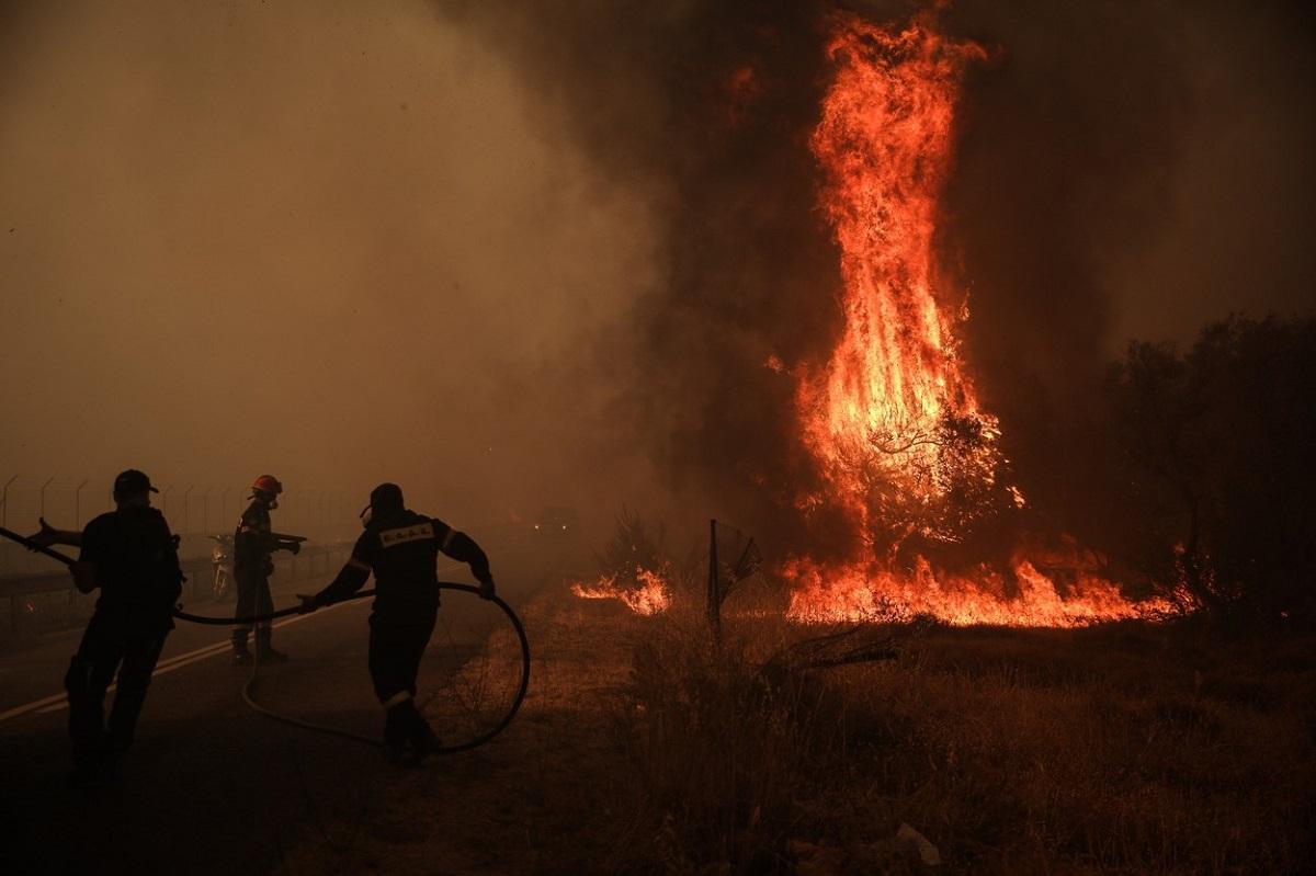 Furtuni de foc şi explozii în Grecia