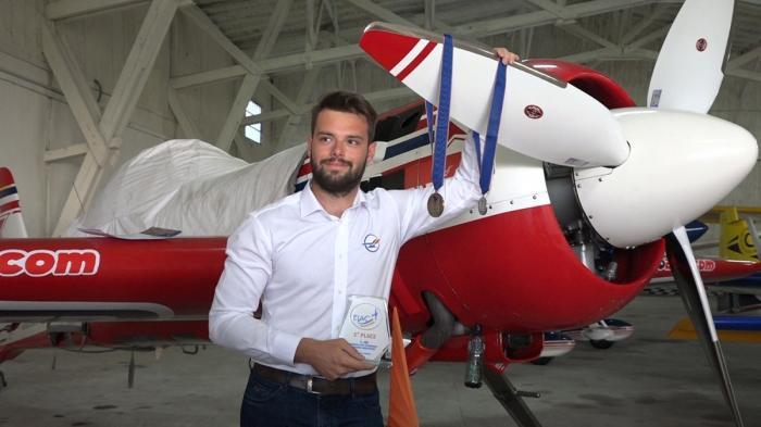 România, pe podiumul acrobaţiei mondiale. Zeci de piloţi din şapte ţări europene s-au întrecut pe Aerodromul Deva