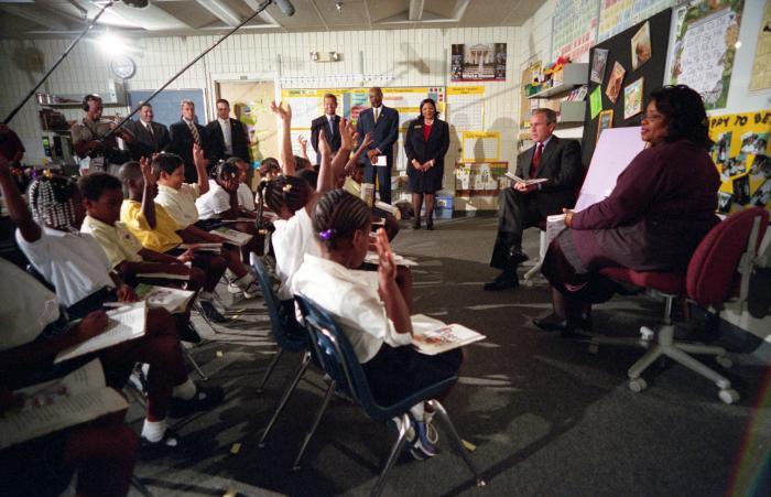 Momentul incredibil când George W. Bush primește vestea atacurilor teroriste din 11 septembrie