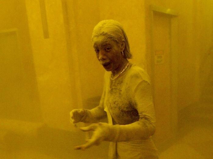"""""""Dust Lady"""". Femeia acoperită în praf toxic care a supraviețuit atacurilor, dar a murit de cancer. """"Mi se umplea gura, mă sufocam"""""""