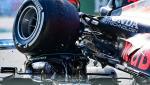 Formula 1: Lewis Hamilton, la câțiva centimetri de tragedie după ce monopostul lui Verstappen a ajuns deasupra lui