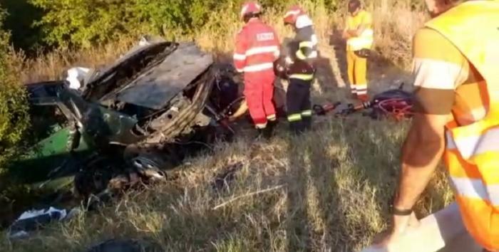 Imagini de groază pe un drum din Dolj, după ce un șofer de 26 de ani a intrat cu mașina pe contrasens. O femeie a murit după impact