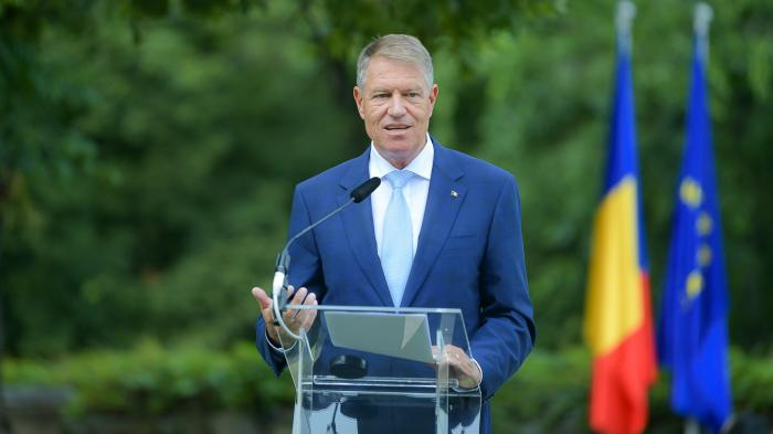 """Klaus Iohannis participă la festivitatea de deschidere a anului școlar la Liceul Tehnologic """"Carol I"""" din Valea Doftanei"""