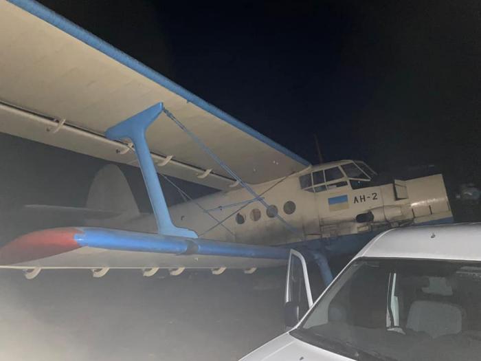 Un avion folosit de contrabandiști, care se îndrepta spre România, a fost capturat de polițiștii din Republica Moldova