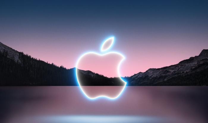 Logoul Apple incandescent, pe fundalul unui lac