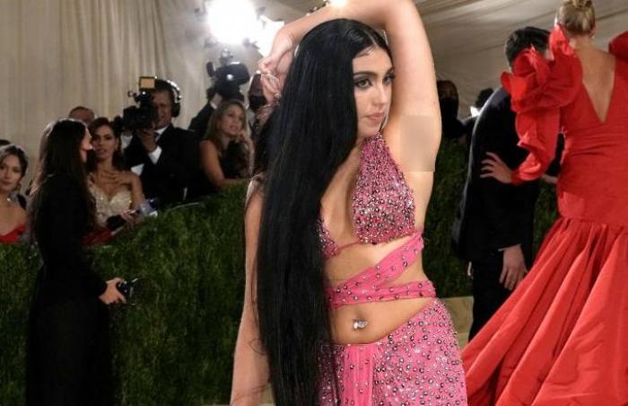Fiica Madonnei a defilat cu axilele neepilate pe covorul roșu