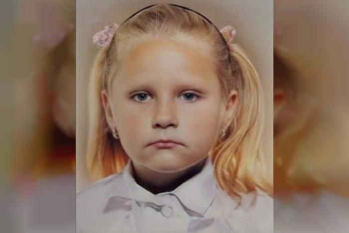 O fetiță dispărută de 3 luni a fost găsită moartă, îngropată în subsolul unui bloc din Oriol, în Rusia. Victoria avea doar 9 ani