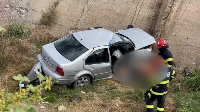 Un tânăr de 20 de ani a stat o noapte întreagă lângă prietenul său mort, după un accident cumplit în Constanţa