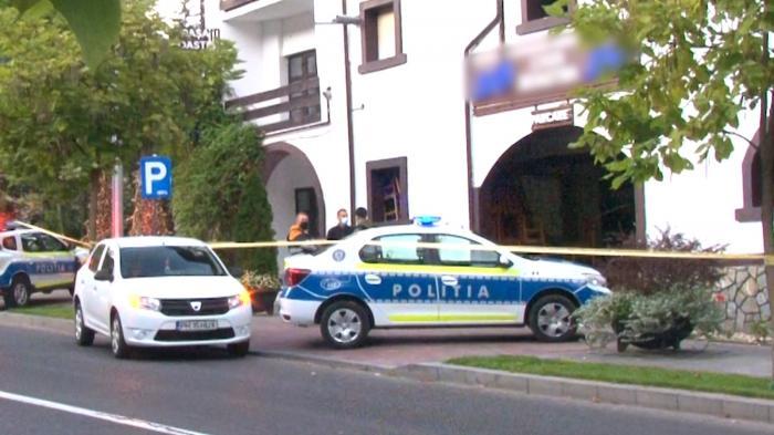 """Filmul crimei din Sinaia. Martorii povestesc îngroziţi momentele incidentului: """"I-a făcut un vânt şi a căzut cu capul de asfalt acolo"""""""