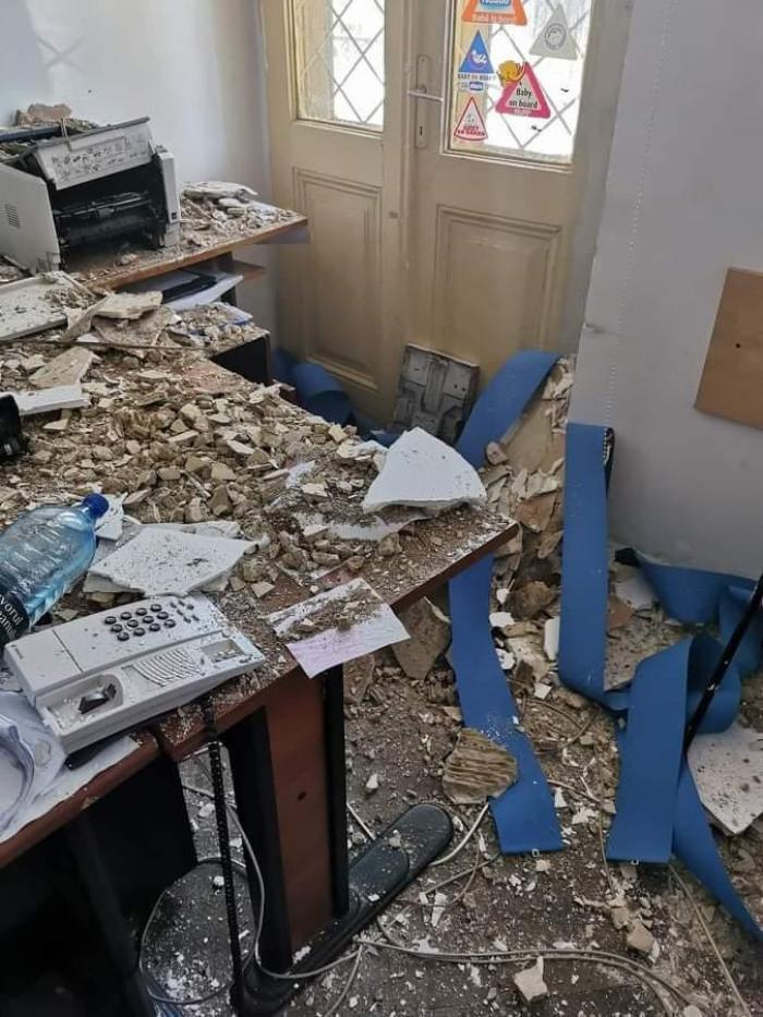 """Tavanul unei secţii de Poliţie din centrul Capitalei s-a prăbuşit. """"Domnule ministru, raportăm: Ne cade tavanul în cap!"""""""