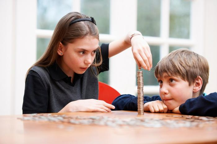 Educaţie financiară, pe înţelesul copiilor. Greşeli frecvente şi sfaturi pentru părinţi