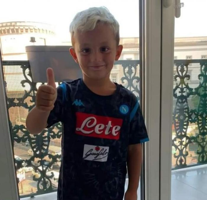 """""""L-am scăpat din brațe, apoi m-am dus să mănânc o pizza"""". Copilaș de nici 4 anişori prăbuşit pe caldarâm, lăsat să cadă de la balcon, în Italia"""