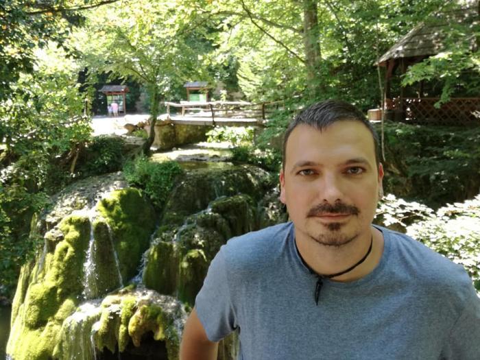 """Ștefan, un tânăr jandarm din Satu Mare, a murit la doar 35 de ani. A lăsat în urmă doi copilași: """"Odihnă veșnică, Ciupi"""""""