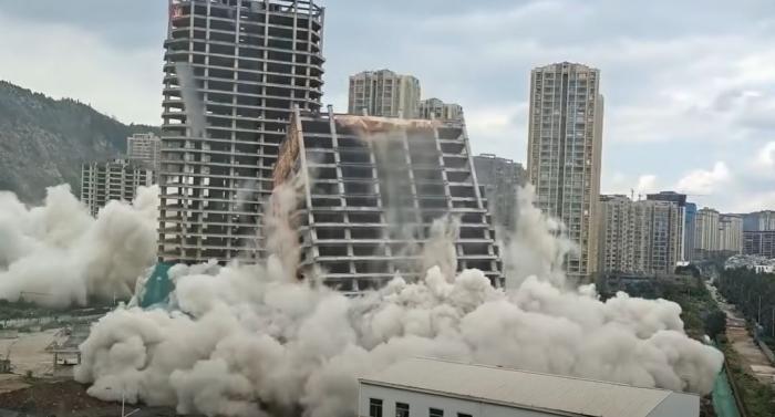 Bula imobiliară a Chinei ameninţă întreaga planetă. Un video dramatic cu 15 blocuri demolate într-un minut arată cât de gravă este problema