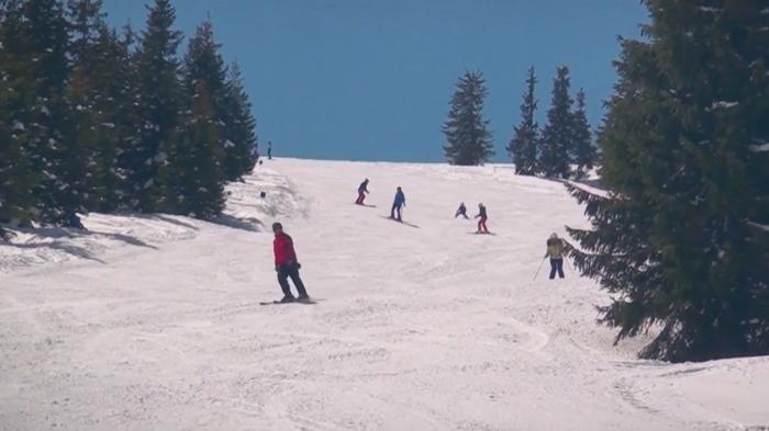 Pe pârtiile de schi, doar cu certificatul verde. Variantă studiată de autorităţile din Braşov pentru sezonul de iarnă