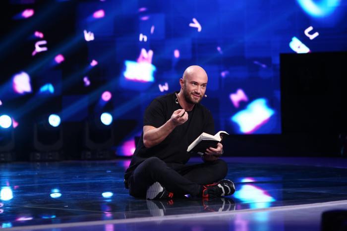 """Azi, la ora 20:00 pe Antena 1 ai iUmor: Mihai Bendeac face un gest surprinzător față de un concurent: """"Până la finalul acestui an o să îți virez 10.000 de euro"""""""