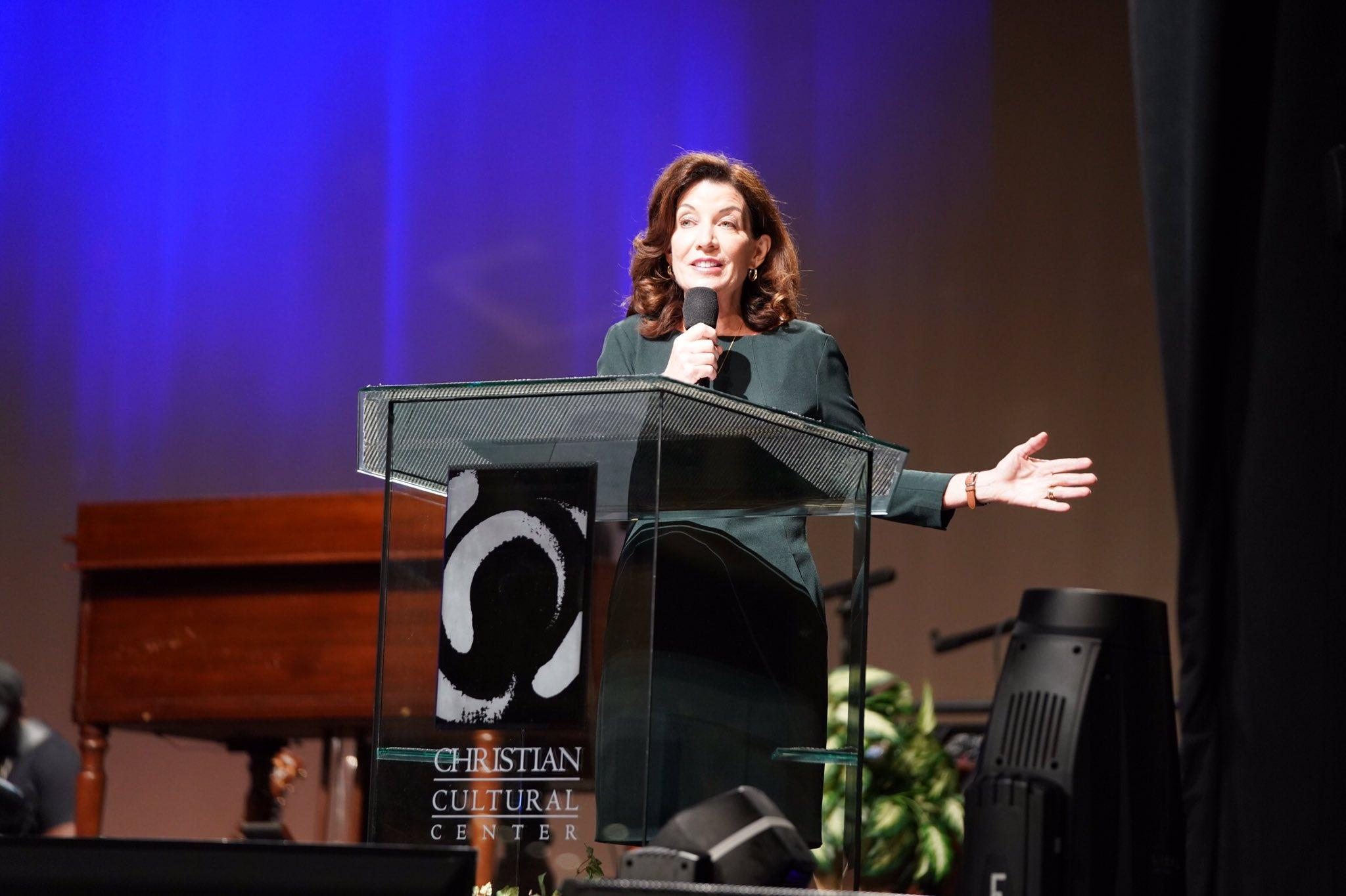 Kathy Hochul, guvernatorul statului New York, la Centrul Cultural Creştin
