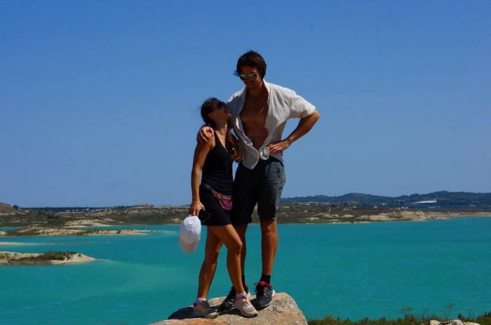 Tragedie filmată în Spania, un antrenor de fitness moare încercând să salveze o prietenă de la înec. Soția a înregistrat cu telefonul nenorocirea
