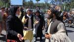 Protest al femeilor afgane. Acestea spun că vor purta burka dacă talibanii le vor permite fiicelor lor să meargă la școală