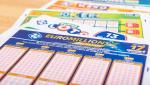 """Femeia care a câştigat 31 de milioane de euro la loto a fost găsită moartă în casă: """"Premiul mi-a distrus viaţa!"""""""