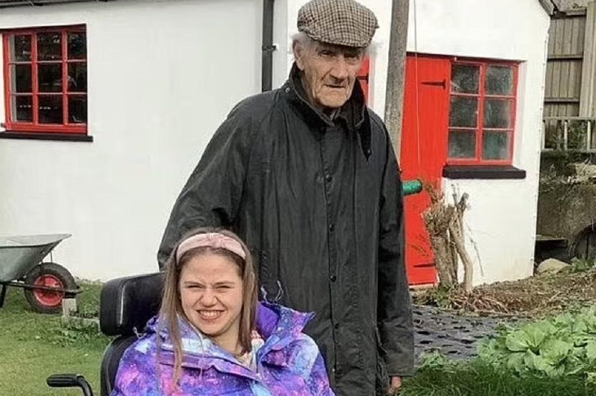 Un tată a murit după ce a sărit în apă pentru a-i salva viața fiicei sale cu dizabilități