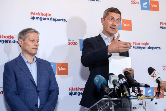 Dacian Cioloş şi Dan Barna, liderii alianţei USR PLUS
