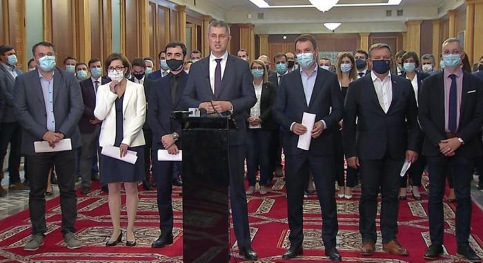 """Dan Barna a anunțat demisiile miniștrilor USR-PLUS, în aplauzele colegilor: """"Nu se mai poate așa! Ne prezentăm demisiile la prima oră, este un abuz grotesc"""""""