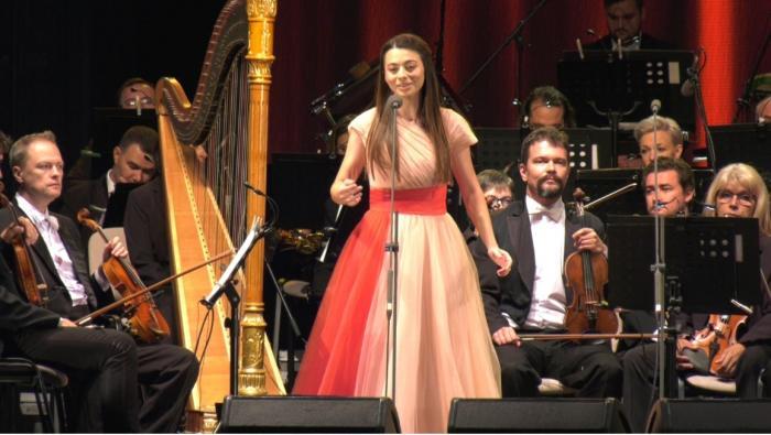 Concert inedit la Oradea: Jose Carreras şi Laura Bretan, pe aceeaşi scenă. Orchestra Filarmonicii a fost dirijată de nepotul celebrului tenor