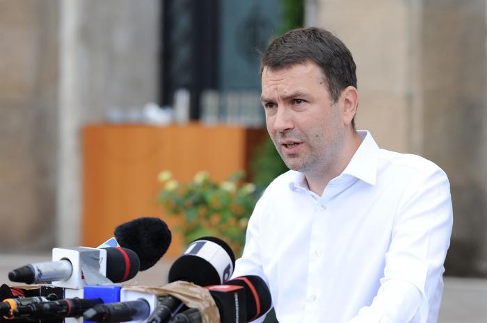 """Cătălin Drulă, la bilanţul de la Ministerul Transportului: """"Da, Florine, s-a terminat. Te agăţi de putere, dar România nu te mai vrea"""""""