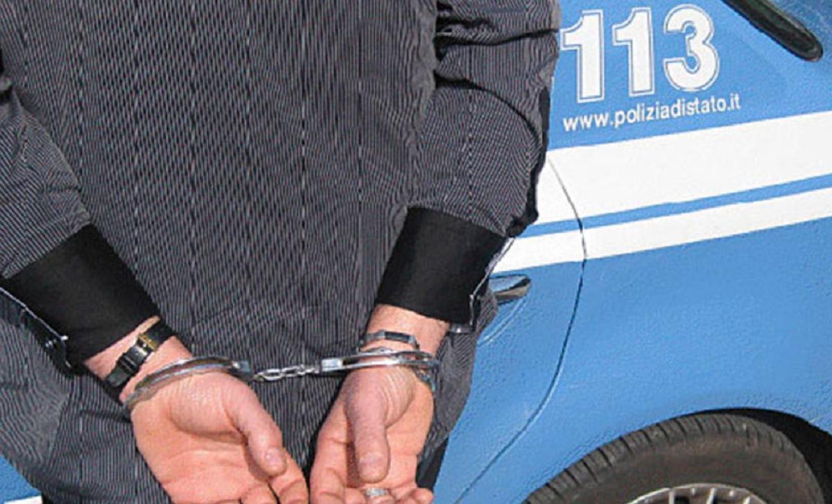 Românul a fost încătuşat de poliţiştii italieni şi dus în arest