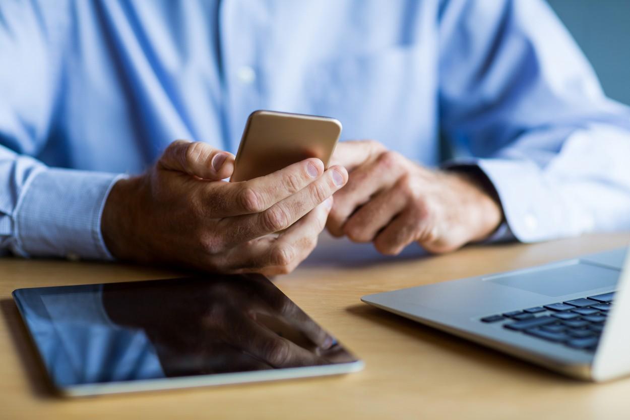 Un consultant fiscal şi-a apelat, ore în şir, propriul număr de telefon de serviciu