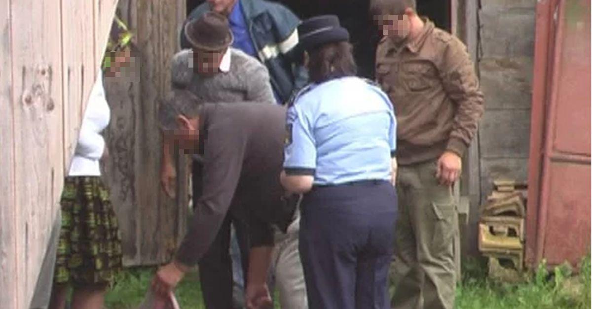 Rudele şi vecinii băiatului găsit spânzurat privesc şocaţi