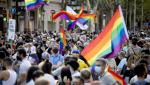Un nou atac asupra unui membru LGBT îi scoate pe spanioli în stradă. Tânărul, crestat cu cuţitul, în plină zi, de opt agresori mascaţi