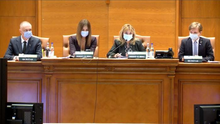 Moţiunea de cenzură a fost citită în Parlament, după o ceartă ca pe maidan. PSD a votat cot la cot cu PNL