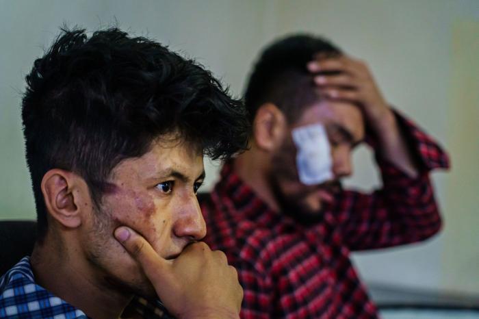 Jurnalişti afgani, bătuţi de talibani