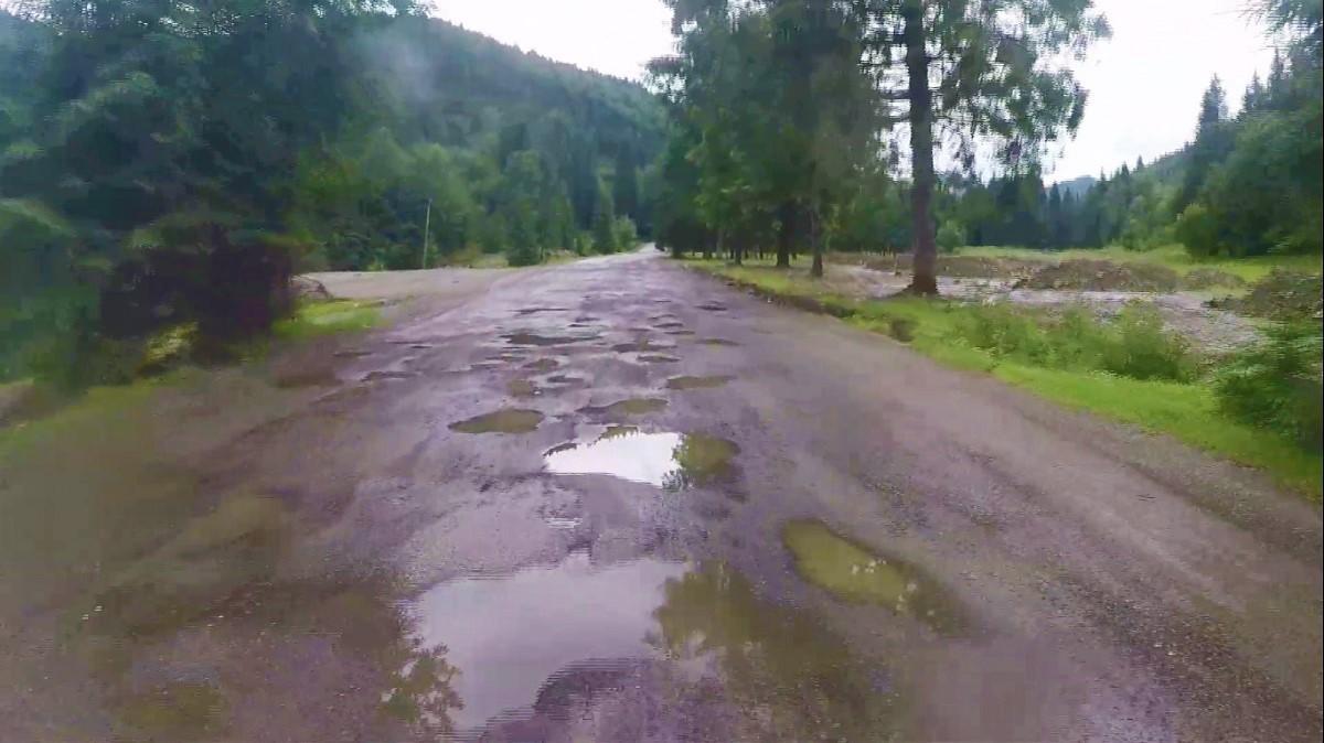 Ca să fii turist în Maramureş, trebuie să ai maşină pentru off-road