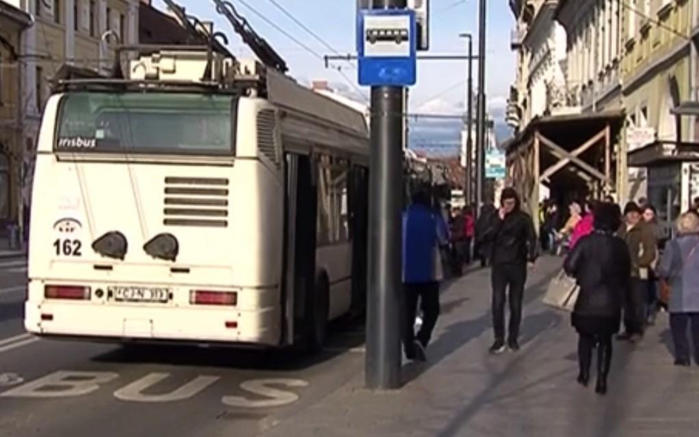 Amenzi usturătoare pentru călătorii care miros urât în mijloacele de transport în comun