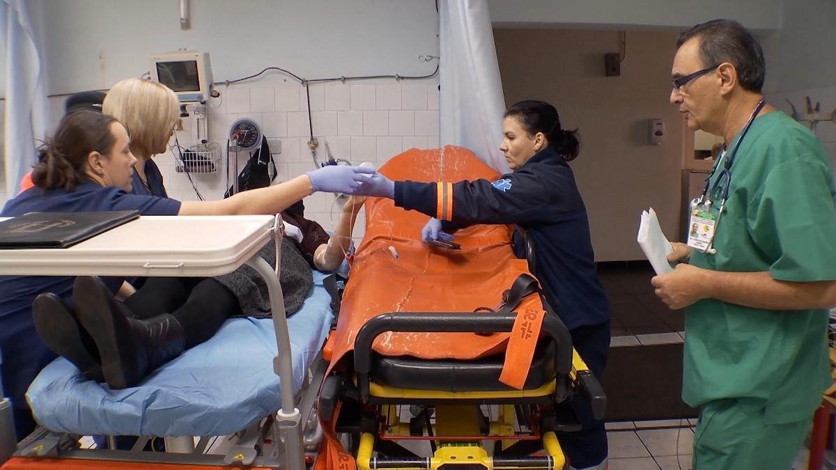 Sănătate, România! Medicul din Sărmașu care trebuie să țină loc și de cinci