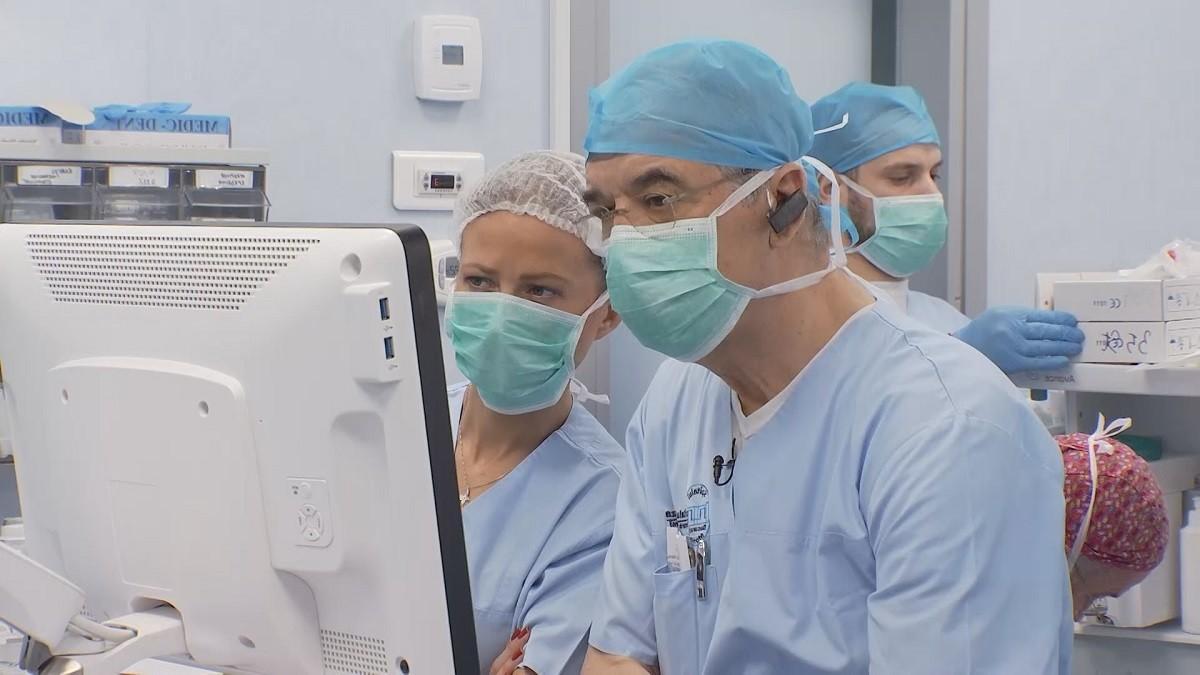 Cardiologul care face naveta din Italia, pentru a vindeca inimile românilor