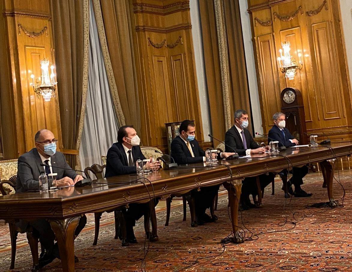Liderii PNL, USR PLUS, UDMR au semnat Acordul de guvernare 2020 - 2024. Documentul interzice traseismul politic