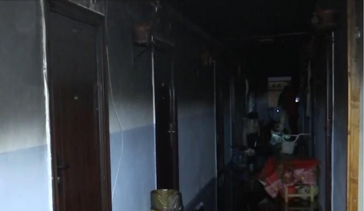 Incendiu puternic într-un cămin de nefamiliști din Brașov, o persoană a fost găsită carbonizată în cameră