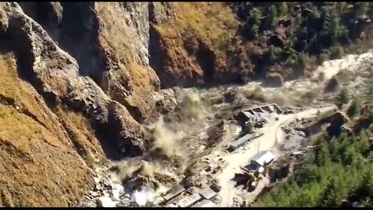 Un gheţar din Himalaya s-a prăbuşit peste un baraj, în India. 7 persoane au decedat şi în jur de 170 sunt date dispărute