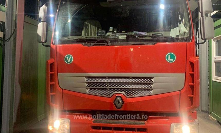 46 de cetăţeni străini înghesuiți într-un camion, depistați de polițiștii de frontieră la vama Borş II