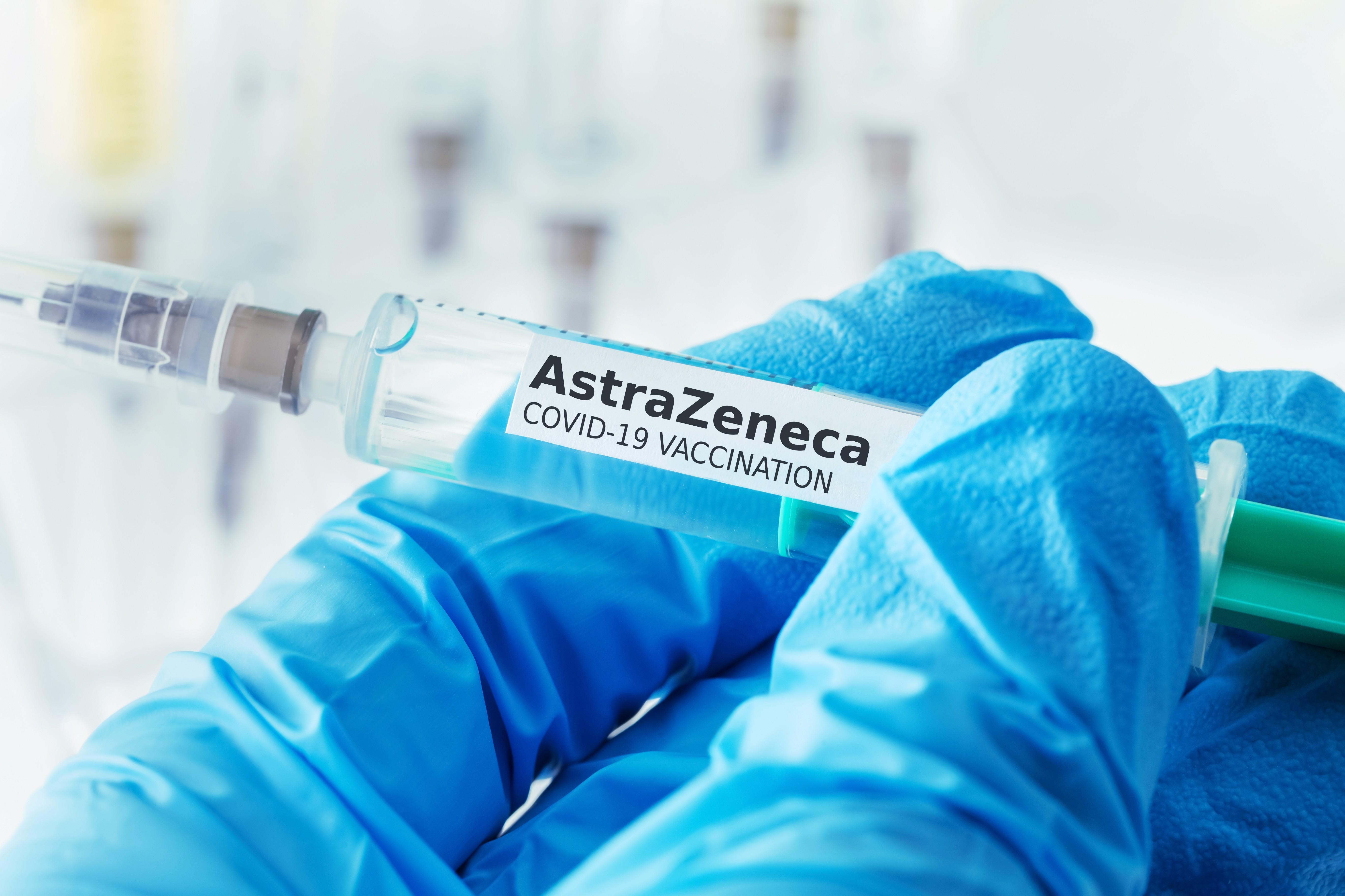 De astăzi, vaccinarea cu AstraZeneca se poate face fără programare în centrele care au locuri disponibile