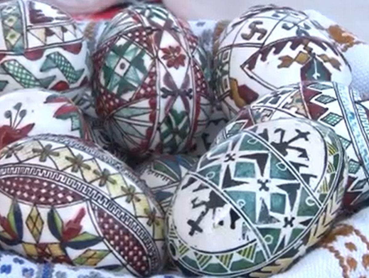 Ouă încondeiate de meşteri iscusiţi. O tradiţie care merge mai departe