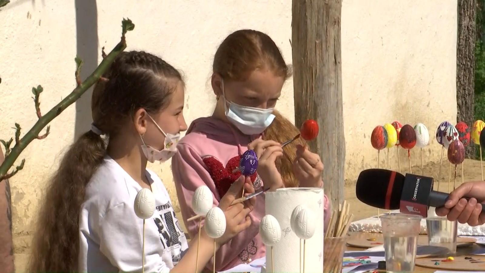 Zeci de copii buni la învăţătură, din mediul rural, experienţă inedită la muzeul satului din Galaţi